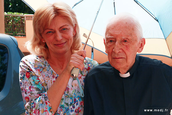 Le Père Laurentin avec la voyante Mirjana